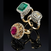 Изделия из золота с драгоценными камнями