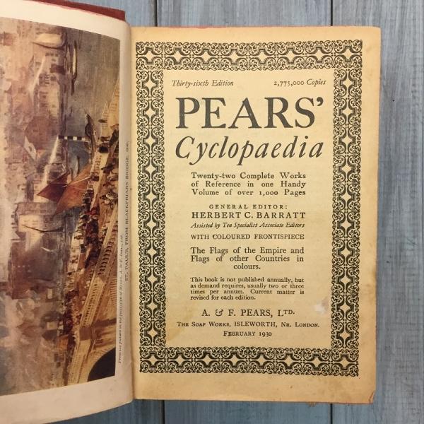 Книга на английском языке «Pears Cyclopaedia» London 1930 г.