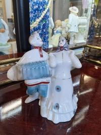 Фарфоровая фигурка «Кадрриль. Гармонист с девушкой», глазурь, Сысерть, высота 11 см